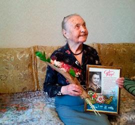 Уральский центр народного искусства поздравил ветеранов
