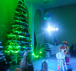 «Спасибо за подаренное чудо!». В Уральском центре народного искусства состоялась премьера новогоднего представления «Новогодний бычок – смоляной бочок»